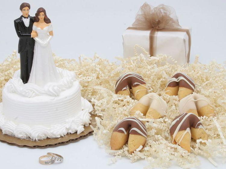 800px-WeddingFortuneCookies