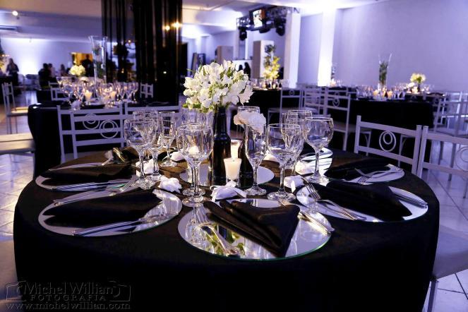 Detalhe da mesa de convidados.