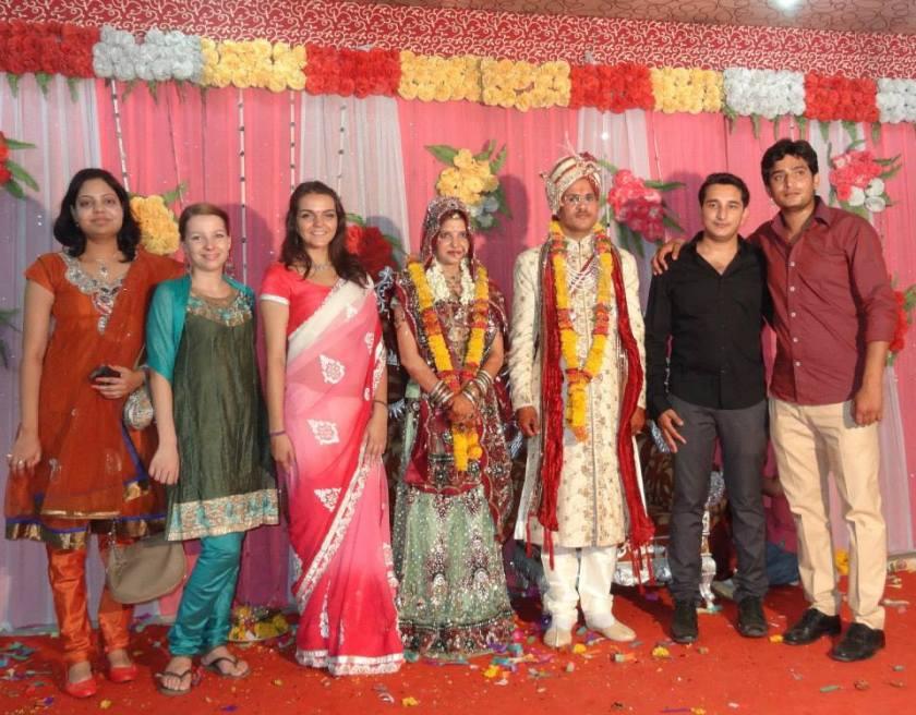 Família dos noivos e a Camila ao lado da noiva.