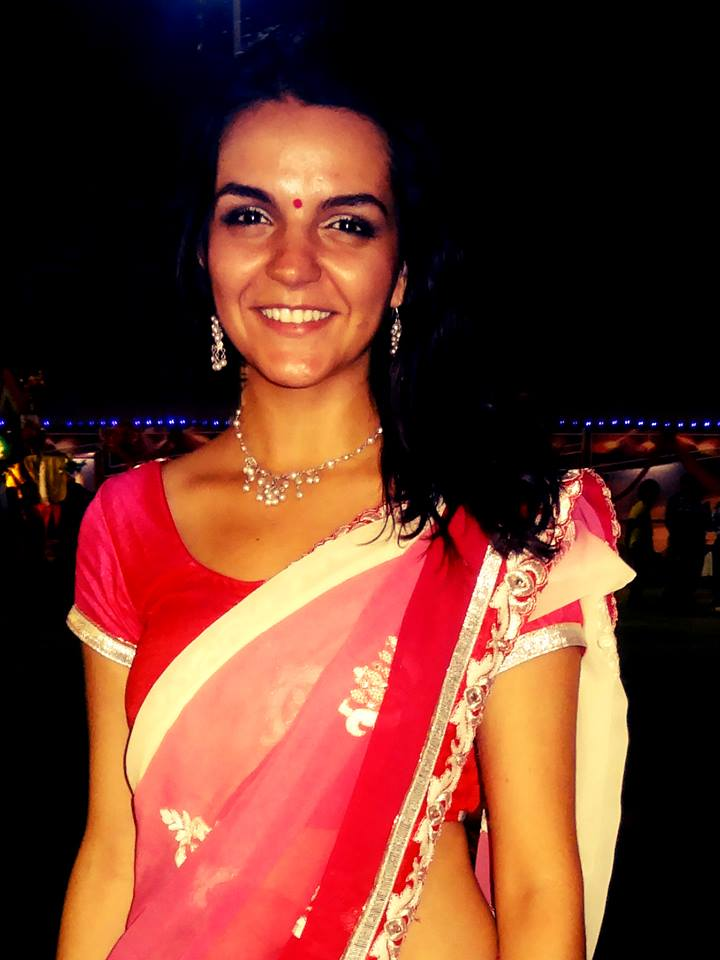 Camila está Morando na Índia e nesta foto caracterizada.Perfeita!