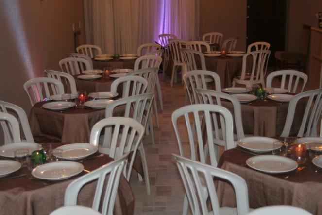 local com mesas para acomodar todos convidados( minha garagem)