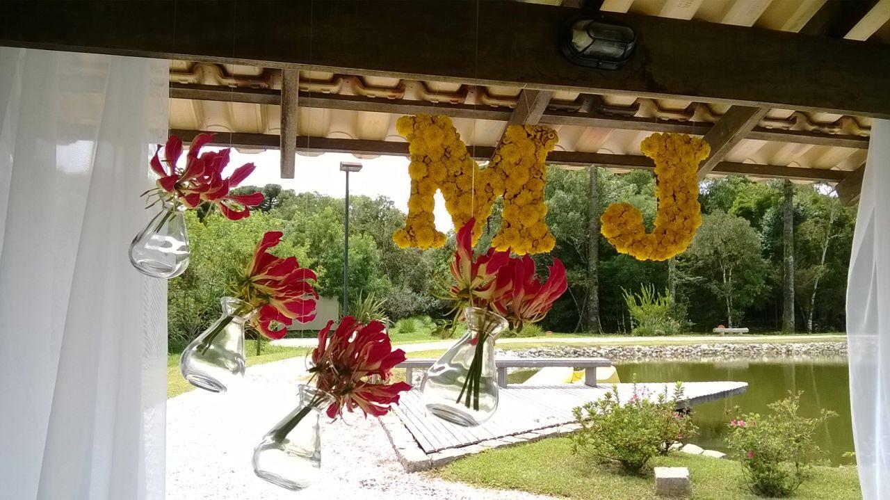 decoração com Flores Gloriosas